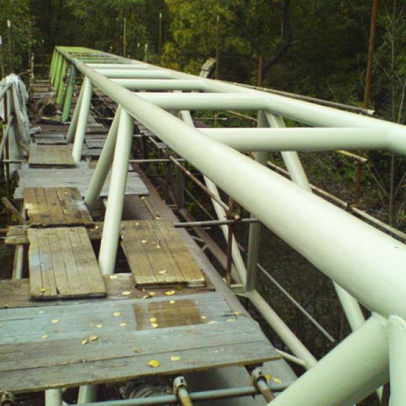 potrubní lávka přes Olši během obnovy protikorozní ochrany – OVaK