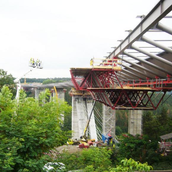 výstavba Lochkovského mostu - Silniční obchvat kolem Prahy