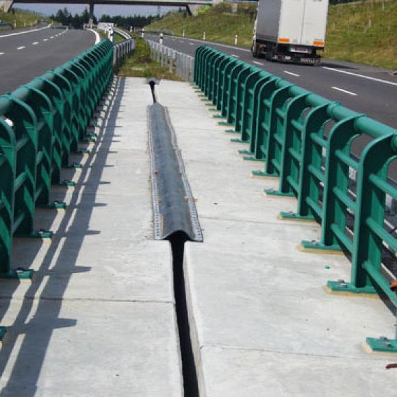 protikorozní ochrana mostního zábradelního svodidla – dálnice D3